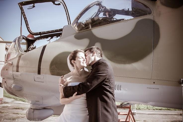 Kiváló háttér egy csókhoz...